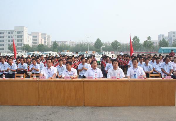 2010年上半年员工表彰总结大会现场