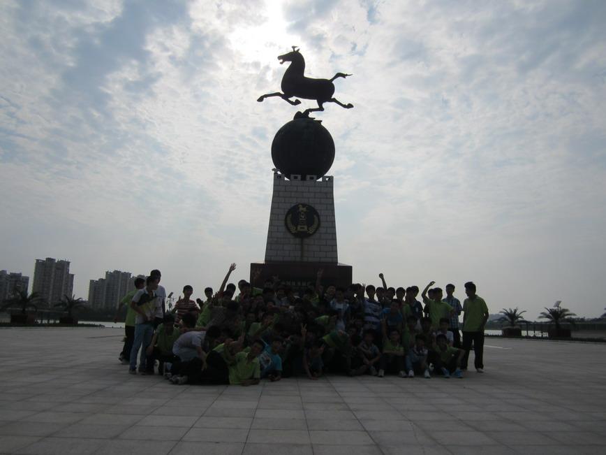 我校组织新生到长河公园拓展活动