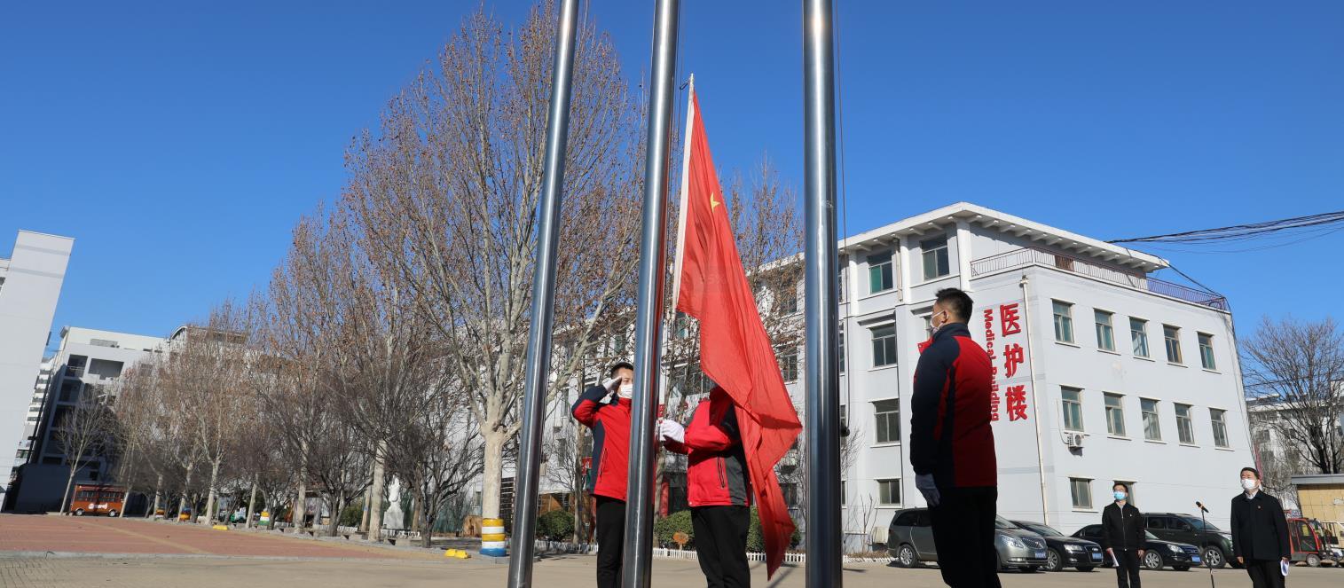 国旗飘扬,优德888官网官方网站优德88中文版万名师生举行线上开学典礼